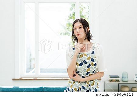 主婦 悩む 家事 59406111