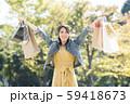 若い女性 買い物 バーゲン 59418673