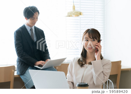 カジュアルビジネス スマホ 男女 59589420