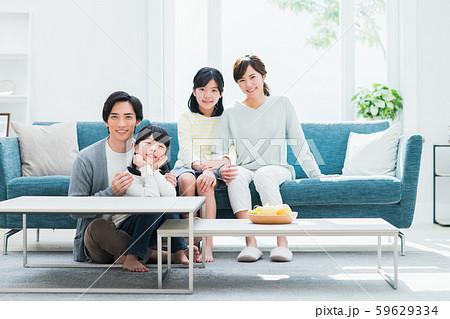 若い家族 59629334