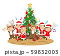 クリスマスツリーの前でジャンプする子供たち 59632003