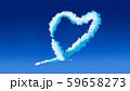 鮮やかな空の飛行機雲 59658273