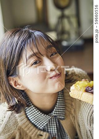 女性 ライフスタイル 食事 59660556