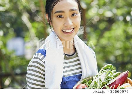 女性 ライフスタイル 農業 59660975