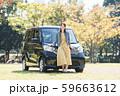 若い女性と軽自動車 59663612