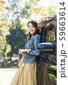 若い女性と軽自動車 59663614