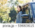 若い女性と軽自動車 59663615
