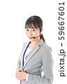 笑顔で対応をするコールセンターの女性 59667601