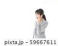 笑顔で対応をするコールセンターの女性 59667611
