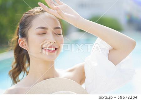 女性 リゾート プールサイド 59673204