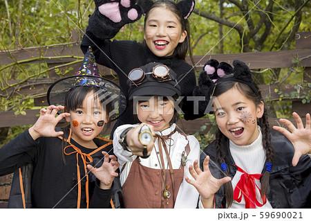 ハロウィンイメージ 小学生子供 59690021