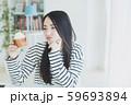 若い女性 食生活 悩む ダイエット 59693894