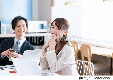 ビジネス 打合せ 男女 59695990