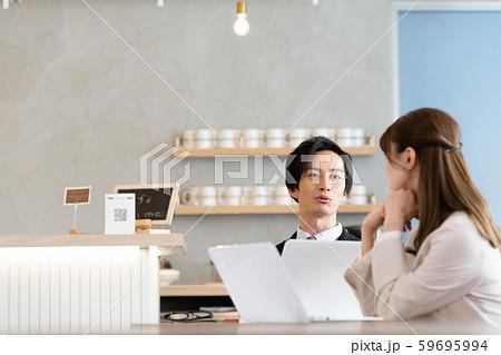 ビジネス 打合せ 男女 59695994