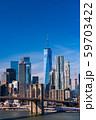 《ニューヨーク》マンハッタンの摩天楼とブルックリンブリッジ 59703422
