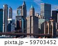 《ニューヨーク》マンハッタンの摩天楼とブルックリンブリッジ 59703452