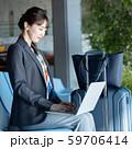 ビジネス 女性 空港  59706414