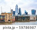 テムズ川とシティ・オブ・ロンドンの高層ビル 59786987