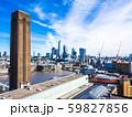 イギリス テート・モダンの煙突とシティ・オブ・ロンドン 59827856