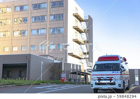 病院と救急車 59848294