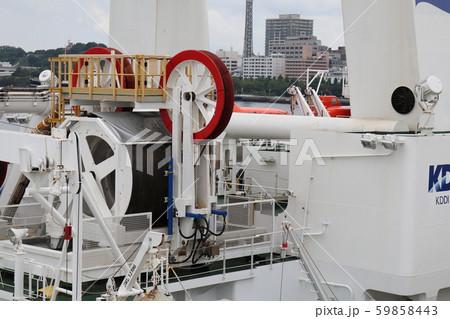 横浜港のケーブル敷設船 59858443