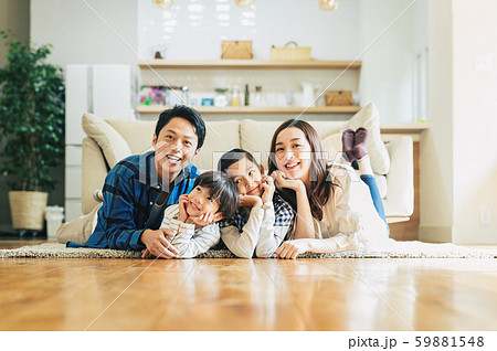 家族 親子 家庭 家 ポートレート 59881548