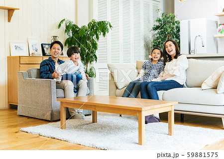 家族 親子 家庭 家 ポートレート 59881575