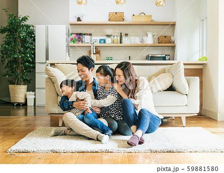 家族 親子 家庭 家 ポートレート 59881580
