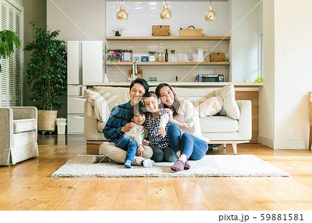 家族 親子 家庭 家 ポートレート 59881581