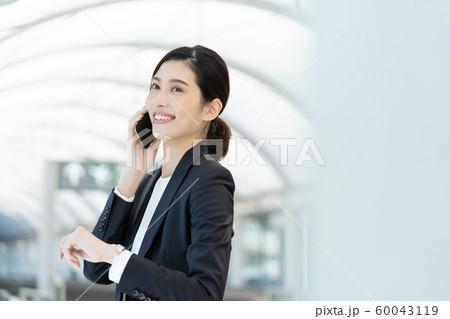 女性 ビジネス 出張 60043119
