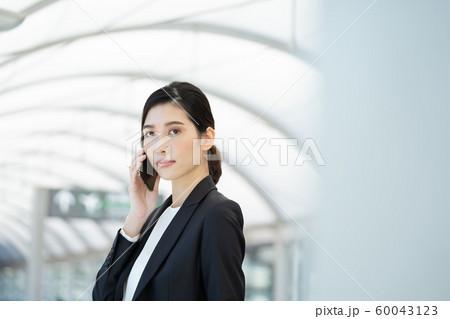 女性 ビジネス 出張 60043123