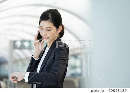 女性 ビジネス 出張 60043126