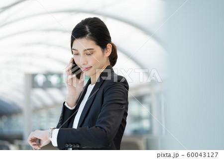 女性 ビジネス 出張 60043127