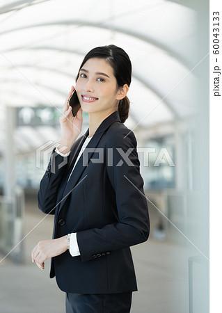 女性 ビジネス 出張 60043133