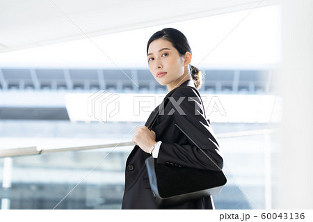 女性 ビジネス 出張 60043136