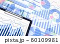 ビジネス資料とクリップボード 60109981