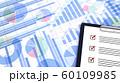 ビジネス資料とクリップボード 60109985