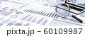 ビジネス資料と虫眼鏡、ノートパソコン 60109987