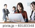 オフィスシーン 働く女性 イメージ 60183348