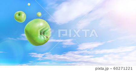 青空に飛ぶ複数の青りんご 雲あり 合成 60271221