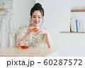 若い女性(紅茶) 60287572