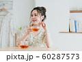 若い女性(紅茶) 60287573