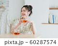若い女性(紅茶) 60287574