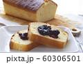 ブルーベリージャムののったパウンドケーキ 60306501