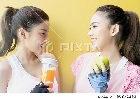 女性 運動 スポーツウェア 60371263