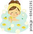 ゆず湯の香りを楽しむ女性 60412191