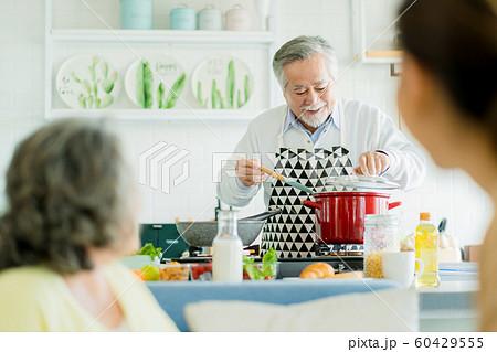 家族 ライフスタイル 料理 60429555