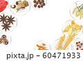 皿に載せた漢方生薬 60471933