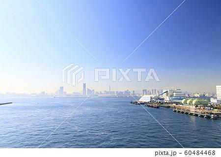 横浜港(秋) 60484468