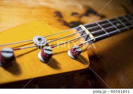ベースのヘッド 楽器 3614 60581841